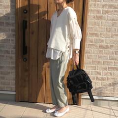 ママコーデ/ニットベスト/カラーパンツ/ファッション ホワイト×ミントグリーンコーデがかなりお…