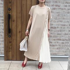 夏コーデ/ワンピース/ママコーデ/ファッション/おしゃれ サイドにプリーツスカートのデザインが可愛…