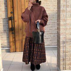 タックフレアスカート/ケーブルニット/ファッション ブラウンコーデ♡ merlotさんのタッ…