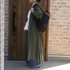サテンパンツ/シャツワンピース/ファッション 今の時期、半袖だと、朝夕涼しくて、羽織り…