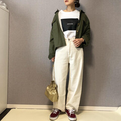 VANS/ハイウエスト/ホワイトパンツ/ママコーデ/ファッション コンバースのボックスロゴTシャツがかっこ…