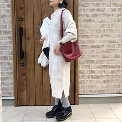 ニットワンピース/ママコーデ/ファッション 袖がケーブル編みになっているニットワンピ…