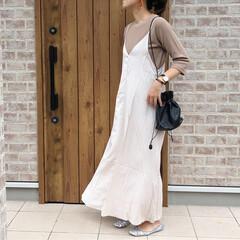 ワッフルT/ワンピース/ファッション ベージュのワッフルロンTに、サテン素材の…
