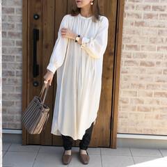 ワンピース/レザー/秋冬ファッション/ママコーデ/ファッション/おしゃれ エコレザーレギンスがお気に入りで、ホワイ…