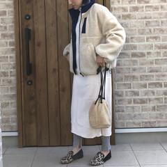 ボアジャケット/ママコーデ/ニットワンピース/2018/ファッション ホワイトのリブニットワンピースにレギンス…