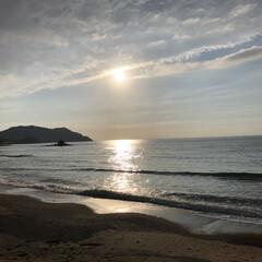雲の切れ間から太陽さんが顔を見せてくれた いつかの夕日 疲れた私を旦那様が黄昏しに…