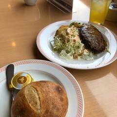 パン/とり天/ハンバーグ/ジョイフル/たまにはいいね/外食/...   母と旦那と私で、   外食🍴😋