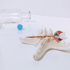 さざれ石/カラフル/月/ヘアピン/ヘアアクセサリー/ハンドメイド 月型のヘアピン カラフルさざれ石