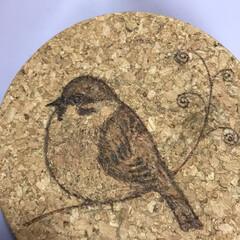 小鳥/スズメ/焦がし絵/バーニングアート/ウッドバーニング コルクの鍋敷きを はんだごてで焦がして …