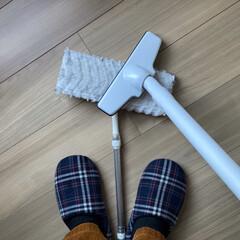 ウェーブ/クイックルワイパー/ハンディモップ/雑貨/住まい/掃除/... 使い捨てモップは軽いゴミや汚れなら掃除機…