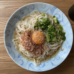 揖保乃糸/そうめんアレンジ/素麺/そうめん/節約/ランチ/... そうめんアレンジ 葱と鰹節と卵を乗っけて…