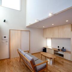 デザイン住宅/シンプル/吹抜け/ハイサイドライト/北欧/珪藻土塗/... 若松の家 リビング
