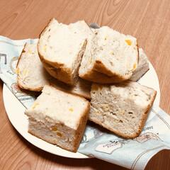 食パン/クルミ/パイナップル/ドライフルーツ/ホームベーカリー/グルメ/... ホームベーカリーで食パンを焼きました〜🌻…(1枚目)