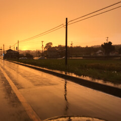 虹/雨/夕焼け/秋 仕事帰り。 少し前に雨が振り出し雷⚡まで…