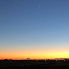 空/カニ/富士山と三日月/冬/おうちごはんクラブ/おうちごはん/... 今日は、強風🌬で物置小屋のトタンが一部剥…