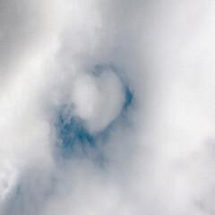 ピクニック気分/水神様/♡の雲/12月なのに、まだ紅葉🍁/風景/おでかけ/... フラダンスのレッスンの帰りに空を見上げる…