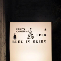 クリスマスデコレーション/クリスマスディスプレイ/ステンシル/2018/クリスマス/クリスマスツリー/... お店の大きなライトに、ダイソーのステンシ…