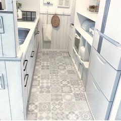 Dream Sticker/フロアシート/インテリア/DIY/キッチン/キッチン雑貨 狭くて暗いキッチンを明るくしたくて、床に…