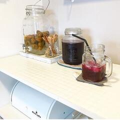赤紫蘇シロップ/梅シロップ/カフェ風/夏の定番/シロップ作り 毎年漬ける梅シロップと赤しそシロップ。 …(1枚目)