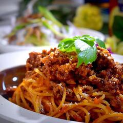 チキンサラダ/スパゲティ/ボロネーゼ/LIMIAごはんクラブ/おうちごはんクラブ 今夜の夕飯です^ ^  昨日、かぞくから…