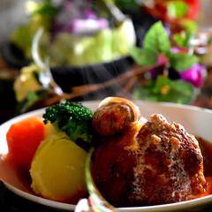 ツナサラダ/献立/温野菜/煮込みハンバーグ/フォロー大歓迎/リミアの冬くらし/... 皆様こんばんは^ ^  今日の日中は暖か…