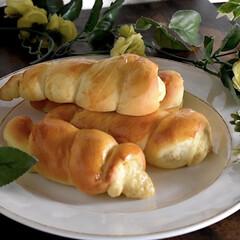 リミアな暮らし/おうちパン/手作りパン/カスタードクリーム/コルネ おはようございます😊  今朝は蒸し暑くて…