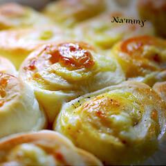 チーズと胡椒/チーズちぎりパン/フォロー大歓迎 アップルリングを焼きすぎて 次はチーズち…