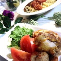 野菜サラダ/トマトスパゲティ/鶏の塩焼き/わたしのごはん/グルメ/フード 今夜の夕飯です😊  娘のお友達が、昨日か…