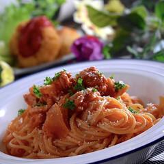サラダ/クリームコロッケ/夕飯/アッラプッタネスカ/スパゲティー こんばんは^ ^  今日の1日も凄く暑か…