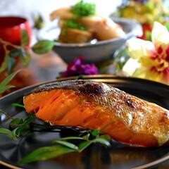 白菜大量消費/出汁カレースープ/オデン/紅鮭/食材整理/フォロー大歓迎 皆様こんばんは^ ^  今日、私は仕事納…