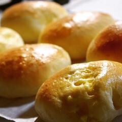玉子ベーコン/惣菜パン/おやつタイム 寝苦しい夜だったので、パン作りを 一番好…