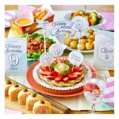 バースデーグッズ/手作り/ケーキトッパー/オムライス/フルールタルト/バースデーパーティー/... 娘の誕生日パーティー料理♪ ケーキトッパ…