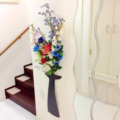 インテリア/花/造花/花瓶/フラワーベース/100均/... 母様のアレンジフラワーです。 花瓶のアイ…