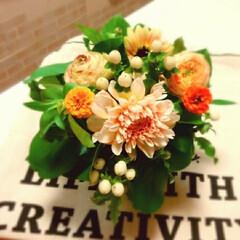 生花/アレンジ/バラ 友人へのプレゼントにアレンジを 作りまし…