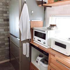 山崎実業 tower マグネットラップホルダー | 山崎実業(ラップ、ペーパータオルホルダー)を使ったクチコミ「わが家のラップ収納はここ。 冷蔵庫横。 …」(1枚目)