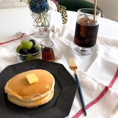花のある暮らし/ホルムガード/ホットケーキ/ランチタイム/おうちごはん/おうちカフェ ある日のお昼ごはん。 娘と2人の時は、や…