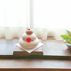 木製鏡餅/お正月/住まい 出窓のお正月飾り。 木製鏡餅と、普段使い…