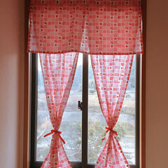 「何年もスダレが吊ってあった窓。大掃除の際…」(1枚目)
