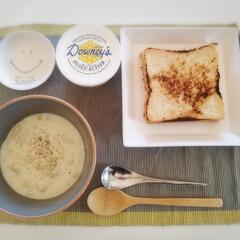 読書の冬/ひとりご飯/おうち/おうちごはん ひとりで食べるお昼ご飯は 栄養も色合いも…