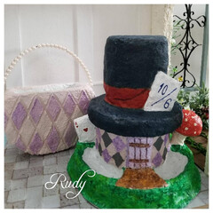 モルタルデコ/モルタル鉢/モルタル雑貨/モルタル/春のフォト投稿キャンペーン/ハンドメイド/... アリスのバッグとマッドハッターの帽子鉢🎩…