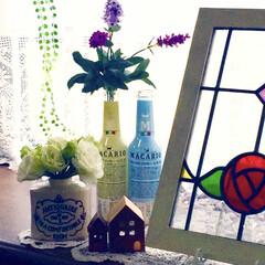 トルコキキョウ/花のある生活/フェイクグリーン/フェイクフラワー/ボトル/ステンドグラス/... 出窓の雑貨たち💐 第二弾✨
