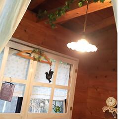 フェイクグリーン/時計/ステンドグラス/窓枠DIY/ランプ 洗濯機横の窓際。 お気に入りのランプ✨