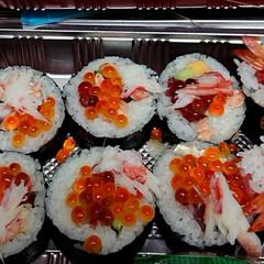 おうちご飯 今日の夕飯はお持ち帰り寿司😋