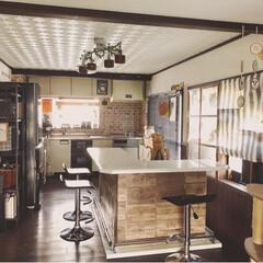 壁紙修復/カフェ風/カフェ風インテリア/ダイニング/キッチンダイニング/カウンターテーブル/... 我が家のダイニングキッチンです😊 元は真…