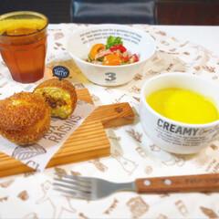 かぼちゃスープ/カレーパン/おうちカフェごはん/おうちカフェ/朝ごはん/LIMIAごはんクラブ 朝ごはんです。 辛いカレーパンと甘めのか…