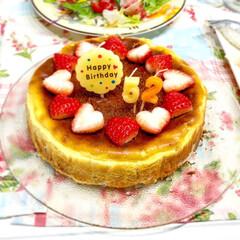 手作りケーキ/誕生日ケーキ/チーズケーキ/ベイクドチーズケーキタルト/ベイクドチーズケーキ/フード/... 今日は夫の誕生日でした。家族みんなが大好…