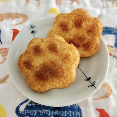 おうちカフェ/肉球/シリコン型/マドレーヌ/お菓子作り/ダイソー/... おうち時間が長くなり、お菓子作りをする機…