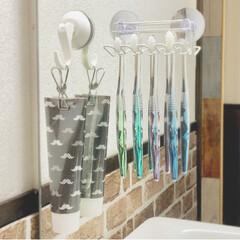 歯磨き粉カバー/洗面台収納/歯ブラシスタンド/歯ブラシ収納/歯ブラシホルダー/雑貨/... 歯ブラシホルダーを変えました。セリアの商…