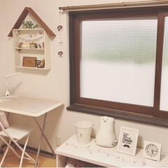 昭和レトロ/古いもの/古い家/窓枠/窓/子ども部屋/... 子ども部屋の窓。 古いアルミサッシに、木…