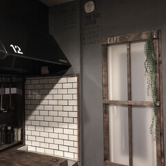 ブログ更新しました/壁リメイク/キッチン/100均塗装/リメイクシート/フォロー大歓迎/... こんばんは! キッチン壁塗装とリメイクシ…